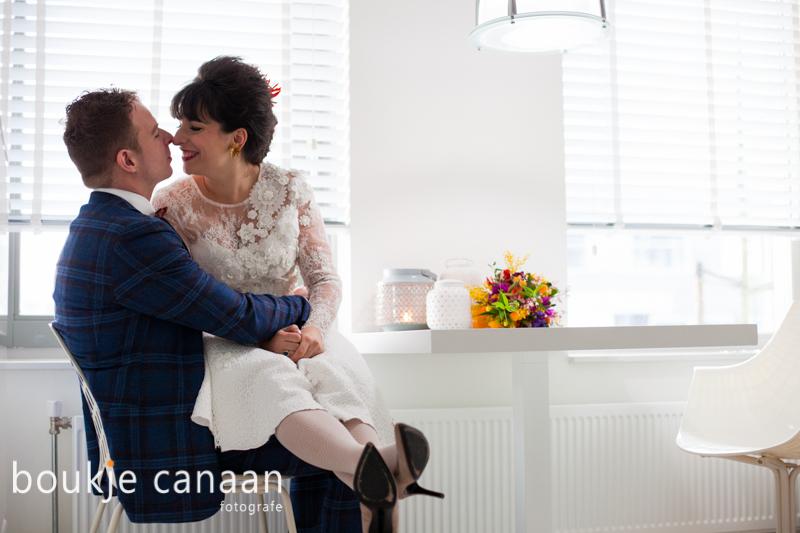 Boukje Canaan - bruidspaar in keuken-1