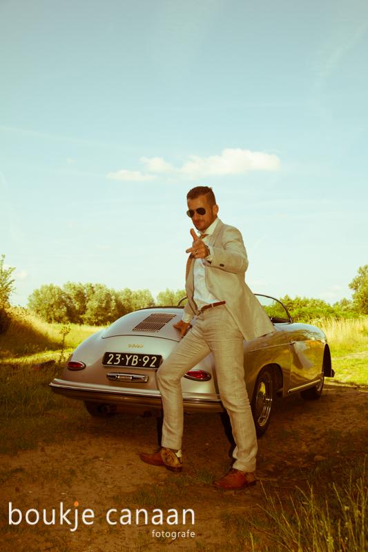 Bruidegom bij Porsche speedster 256